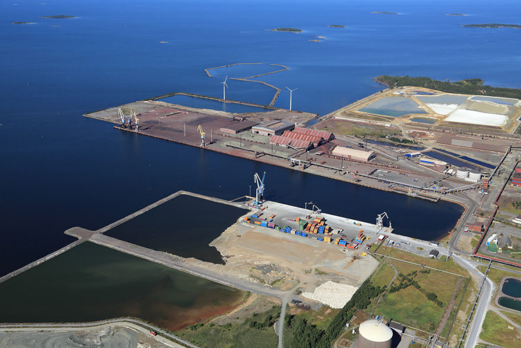 The Port of Kokkola's competitiveness is improved by major investments. The port is expanding into the sea by 3-4 hectares per year.