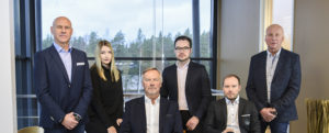 RL-Trans is a second and third generation family company. From the left Matt s Lindedahl, Jennica Lindedahl, Mikael Lindedahl, Mathias Lindedahl, Andreas Lindedahl and Ulf Lindedahl.